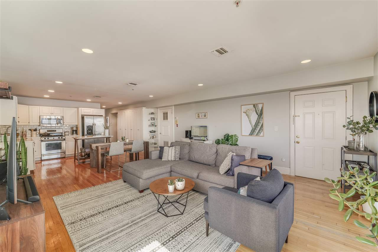 1705 CLIFF ST, Union City, New Jersey 07087, 2 Bedrooms Bedrooms, ,1 BathroomBathrooms,Condominium,For Sale,1705 CLIFF ST,210008152