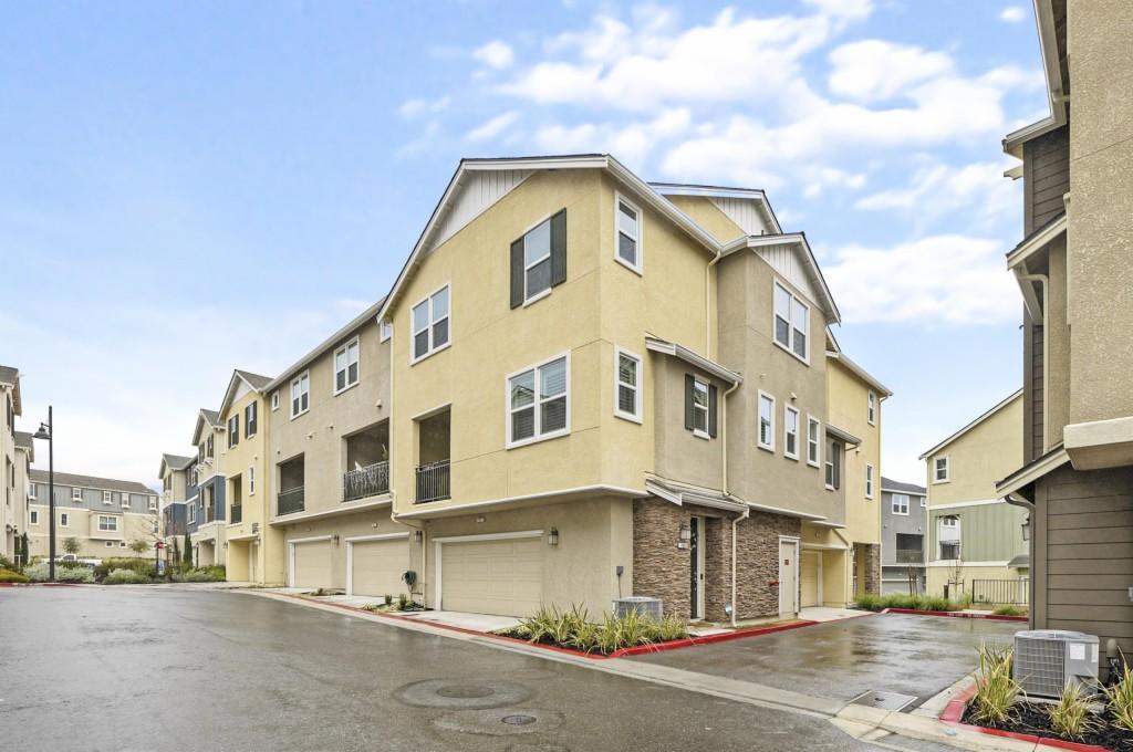 7051 Coombsville Loop, Dublin, California 94568, 3 Bedrooms Bedrooms, ,3 BathroomsBathrooms,Common Interest,For Sale,7051 Coombsville Loop,3,40939008