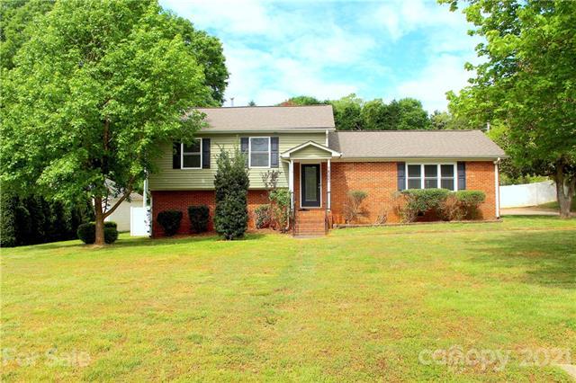 14225 Springwater Drive, Matthews, North Carolina 28105-6409, 4 Bedrooms Bedrooms, ,2 BathroomsBathrooms,Single Family,For Sale,14225 Springwater Drive,3,3729942