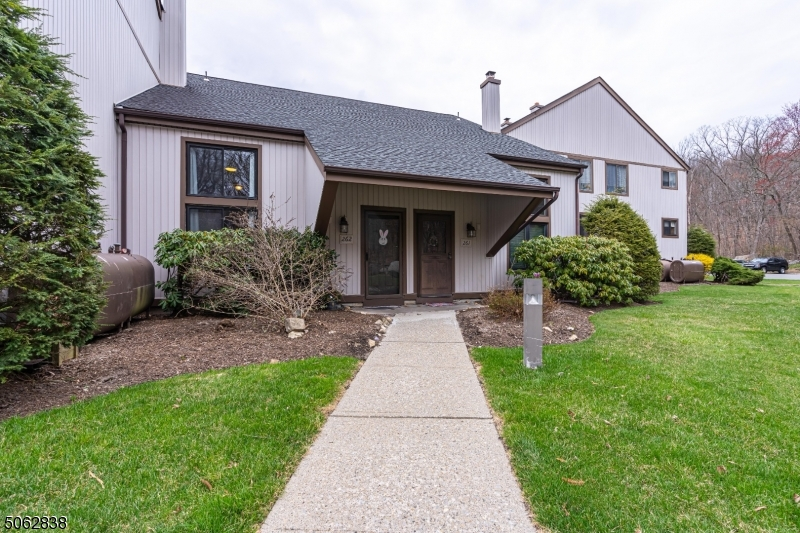 14261 Dell Pl, Stanhope Boro, New Jersey 07874, 1 Bedroom Bedrooms, ,2 BathroomsBathrooms,Condominium,For Sale,14261 Dell Pl,3704599