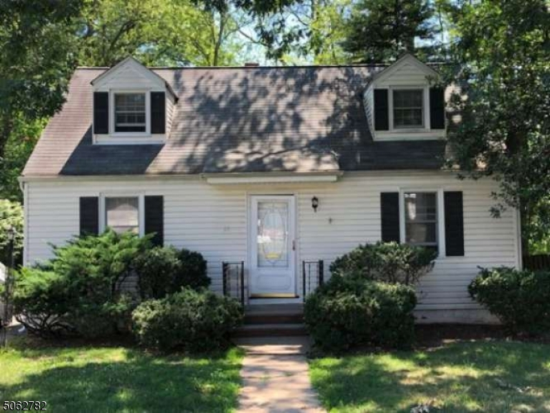 13 Mount Pleasant Pkwy, Livingston Twp., New Jersey 07039-2820, 3 Bedrooms Bedrooms, ,1 BathroomBathrooms,Single Family,For Sale,13 Mount Pleasant Pkwy,3704548