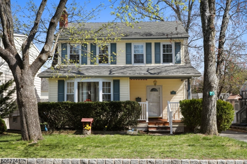 19 Mount Pleasant Pkwy, Livingston Twp., New Jersey 07039-2820, 3 Bedrooms Bedrooms, ,3 BathroomsBathrooms,Single Family,For Sale,19 Mount Pleasant Pkwy,3704612