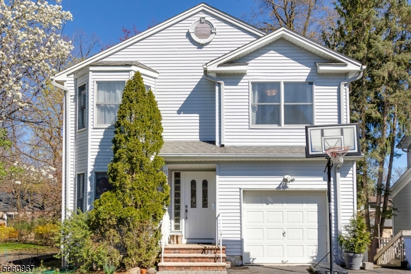 45 Mount Pleasant Pkwy, Livingston Twp., New Jersey 07039-2844, 4 Bedrooms Bedrooms, ,3 BathroomsBathrooms,Single Family,For Sale,45 Mount Pleasant Pkwy,3704842