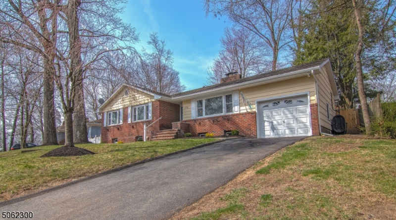 104 Marne Rd, Hopatcong Boro, New Jersey 07843-1816, 3 Bedrooms Bedrooms, ,3 BathroomsBathrooms,Single Family,For Sale,104 Marne Rd,3704174