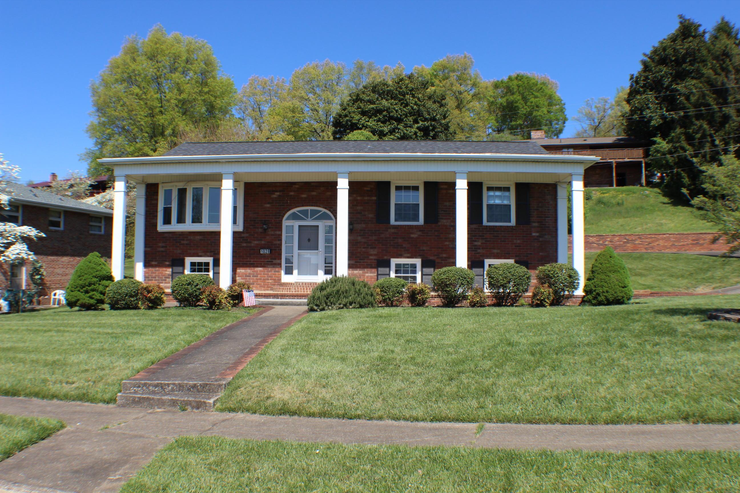 1028 Lake Street, Kingsport, Tennessee 37660, 5 Bedrooms Bedrooms, ,3 BathroomsBathrooms,Single Family,For Sale,1028 Lake Street,2,9921247