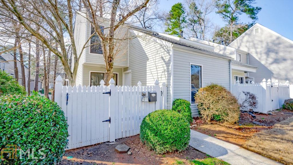 2692 Meadowlawn Dr, Marietta, Georgia 30067, 3 Bedrooms Bedrooms, ,2 BathroomsBathrooms,Condominium,For Sale,2692 Meadowlawn Dr,2,8933127