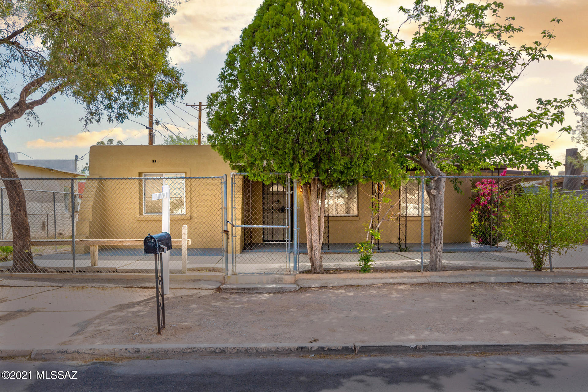 4219 S Lundy Avenue, Tucson, Arizona 85714, 3 Bedrooms Bedrooms, ,2 BathroomsBathrooms,Single Family,For Sale,4219 S Lundy Avenue,22110020