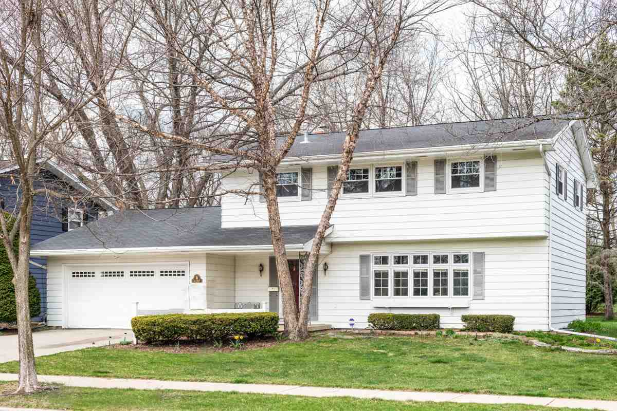 6210 Birch Hill Dr, MADISON, Wisconsin 53711, 3 Bedrooms Bedrooms, ,3 BathroomsBathrooms,Single Family,For Sale,6210 Birch Hill Dr,2,1903585