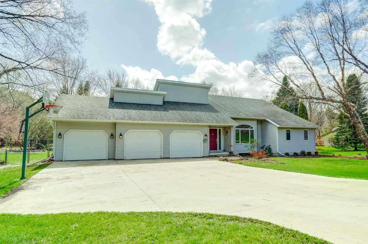 5637 Vineyard Rd, Fitchburg, Wisconsin 53575, 2 Bedrooms Bedrooms, ,3 BathroomsBathrooms,Single Family,For Sale,5637 Vineyard Rd,1.5,1906269
