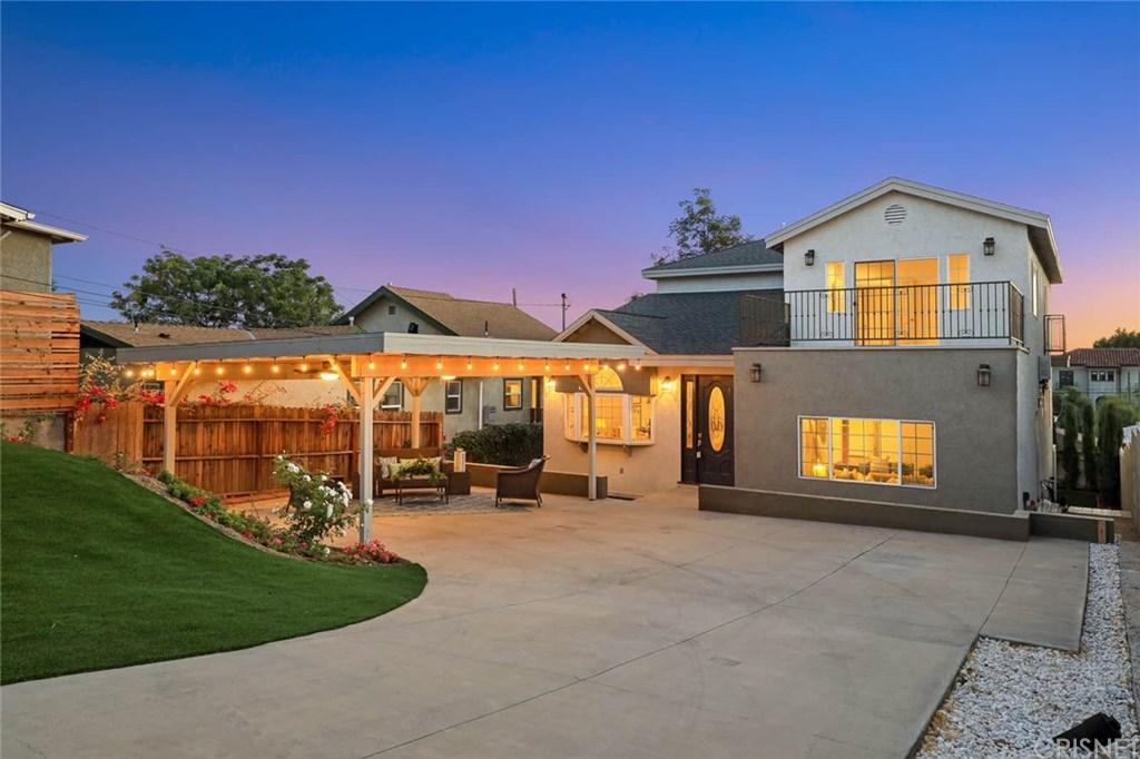 2506 Berkeley Avenue, Los Angeles, California 90026, 4 Bedrooms Bedrooms, ,4 BathroomsBathrooms,Single Family,For Sale,2506 Berkeley Avenue,SR21077712