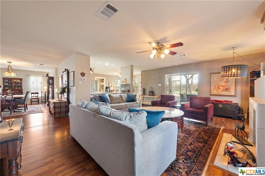 1122 Welch Way, Cedar Park, Texas 78613, 4 Bedrooms Bedrooms, ,3 BathroomsBathrooms,Single Family,For Sale,1122 Welch Way,2,437165