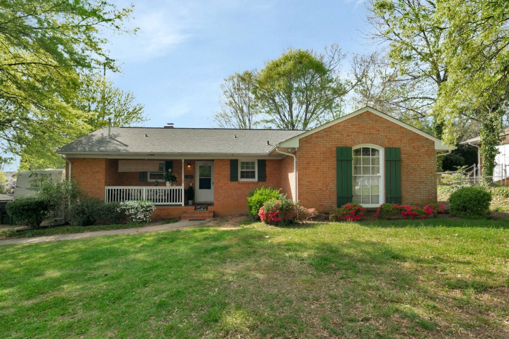 3900 Conway Avenue, Charlotte, North Carolina 28209, 4 Bedrooms Bedrooms, ,2 BathroomsBathrooms,Single Family,For Sale,3900 Conway Avenue,3726859