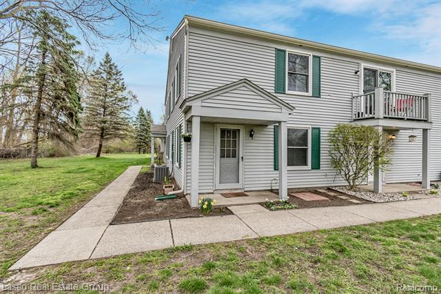 3133 Sunnyside Court, Lake Orion, Michigan 48360, 2 Bedrooms Bedrooms, ,1 BathroomBathrooms,Condominium,For Sale,3133 Sunnyside Court,2,2210027326