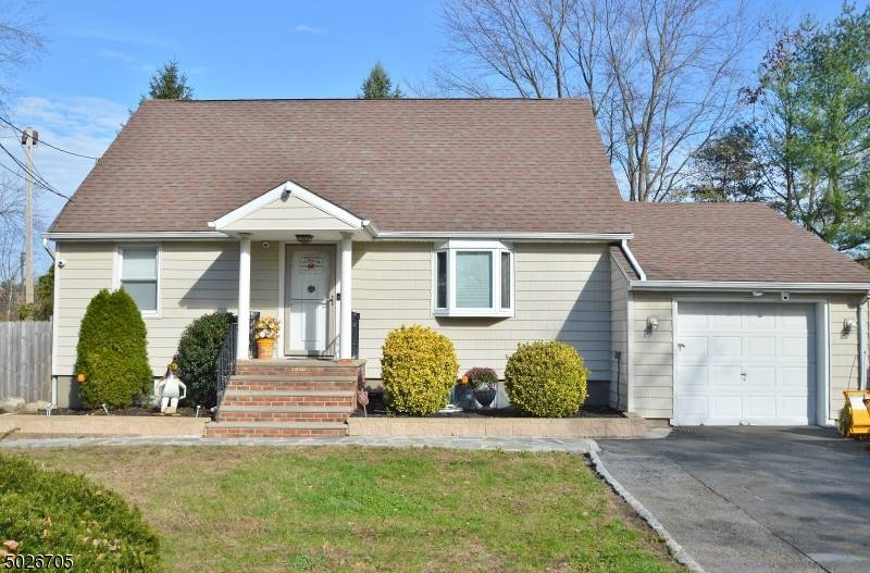 220 MT PLEASANT AVE, EAST HANOVER TWP., New Jersey 07936-3518, 4 Bedrooms Bedrooms, ,2 BathroomsBathrooms,Single Family,For Sale,220 MT PLEASANT AVE,3683492