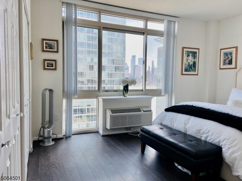 20 2nd St, Jersey City, New Jersey 07302-3052, 2 Bedrooms Bedrooms, ,2 BathroomsBathrooms,Condominium,For Sale,20 2nd St,3706072