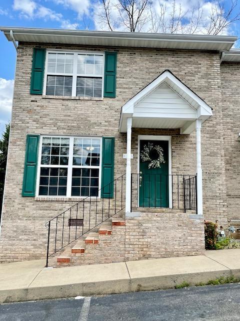 3115 West Walnut Street, Johnson City, Tennessee 37604, 2 Bedrooms Bedrooms, ,3 BathroomsBathrooms,Townhouse,For Sale,3115 West Walnut Street,9921371