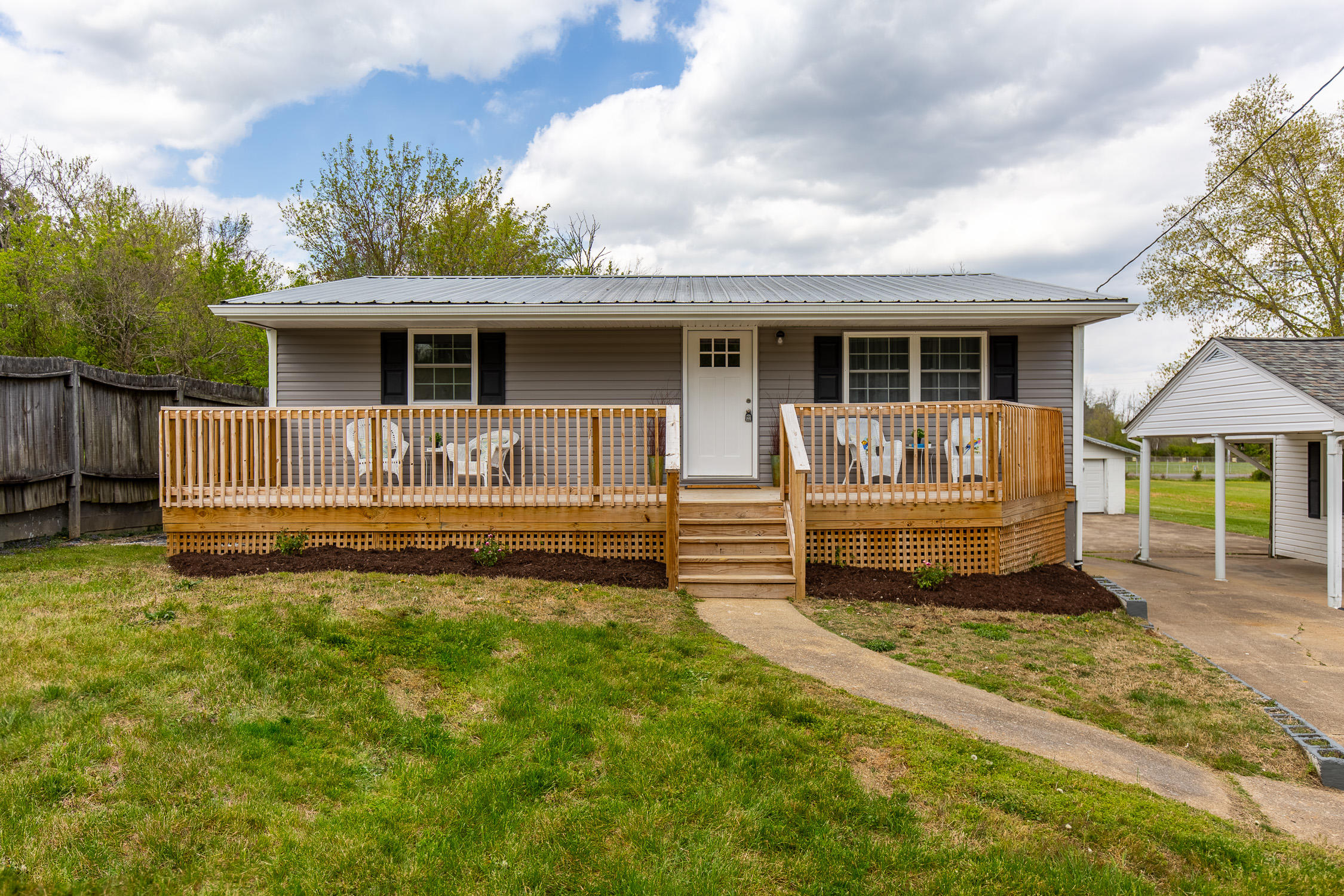 109 Rock Springs Drive, Kingsport, Tennessee 37660, 2 Bedrooms Bedrooms, ,1 BathroomBathrooms,Single Family,For Sale,109 Rock Springs Drive,9921360