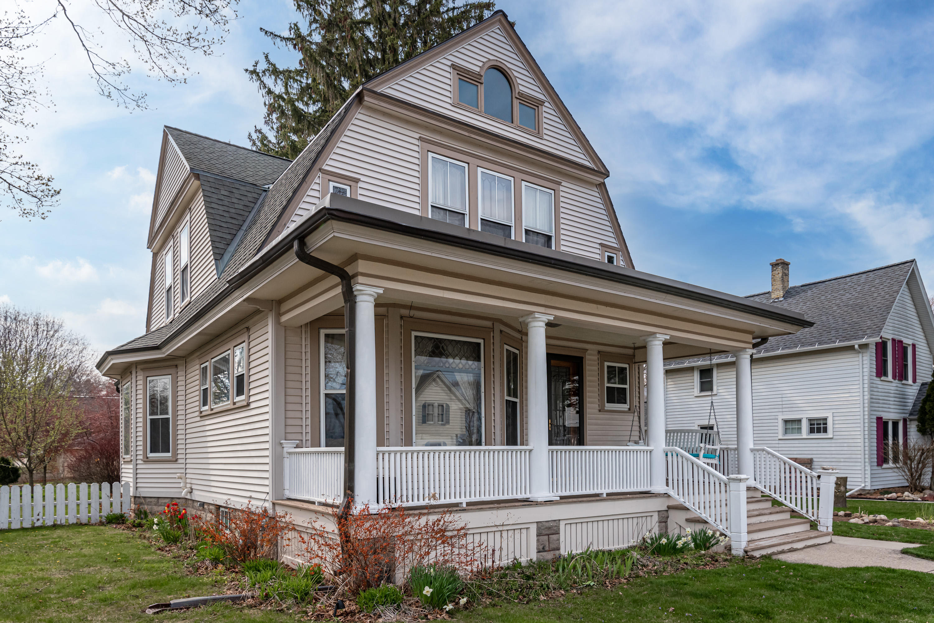 129 S Madison Ave, Port Washington, Wisconsin 53074, 3 Bedrooms Bedrooms, ,2 BathroomsBathrooms,Single Family,For Sale,129 S Madison Ave,2,1736603
