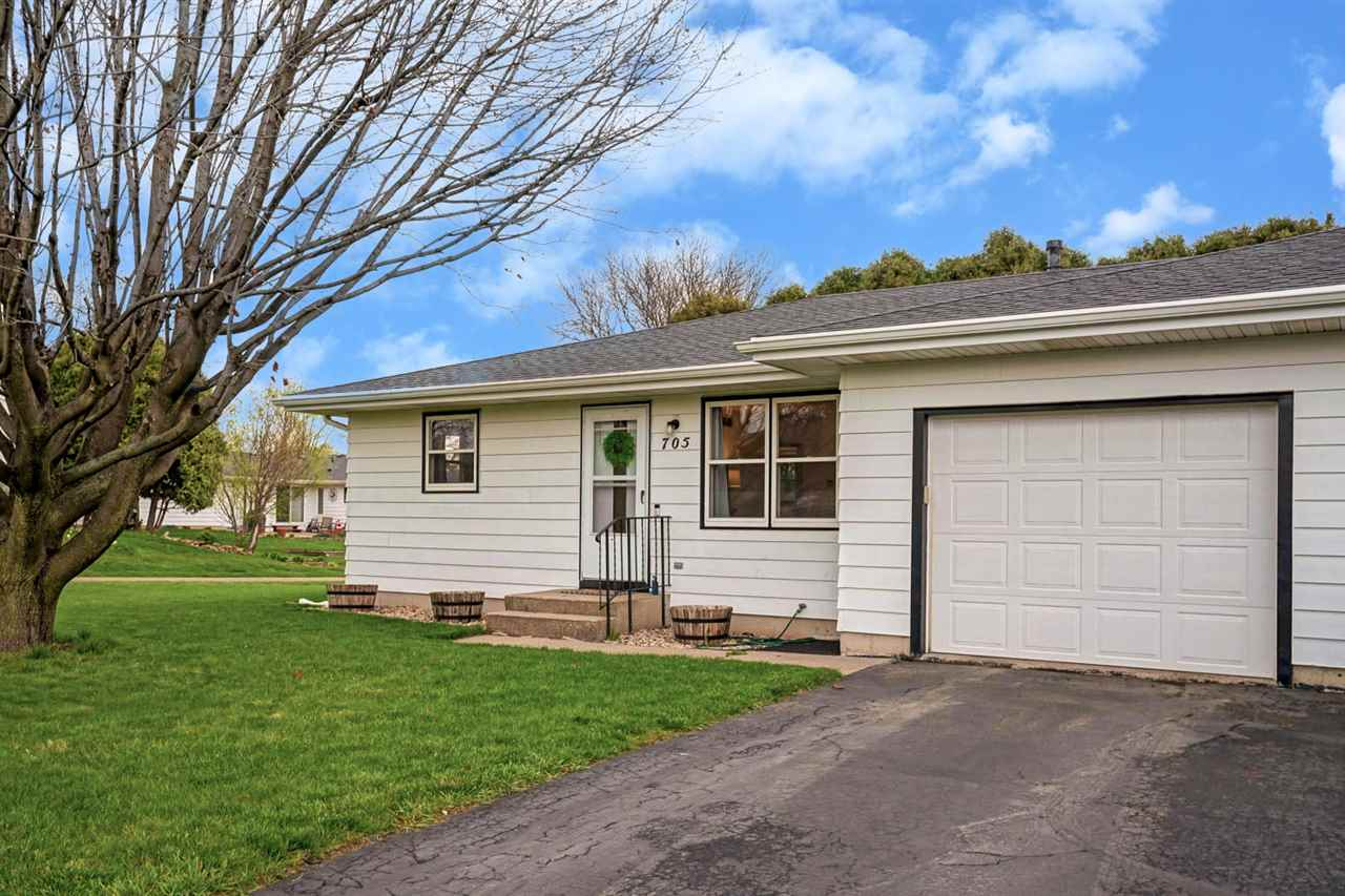 705 O'Malley St, Waunakee, Wisconsin 53597, 2 Bedrooms Bedrooms, ,1 BathroomBathrooms,Residential,For Sale,705 O'Malley St,1906508
