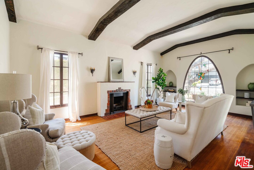 10630 Wellworth, Los Angeles, California 90024, 3 Bedrooms Bedrooms, ,2 BathroomsBathrooms,Single Family,For Sale,10630 Wellworth,1,21-722366