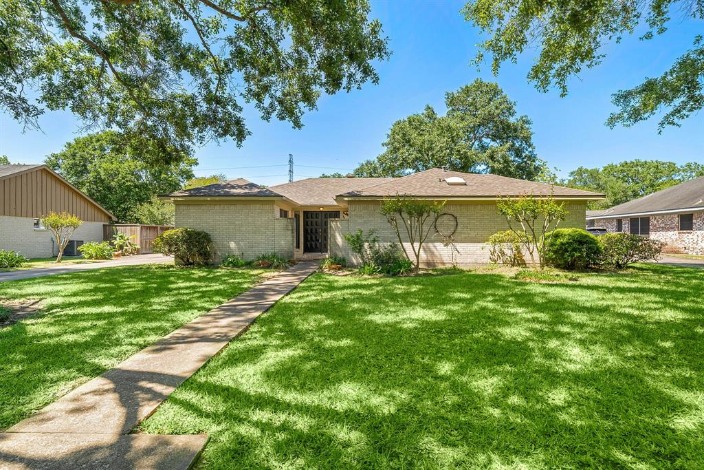 3206 Meadowcreek Drive, Missouri City, Texas 77459, 4 Bedrooms Bedrooms, ,2 BathroomsBathrooms,Single Family,For Sale,3206 Meadowcreek Drive,1,51070871
