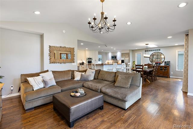 1585 BUCKINGHAM Avenue, Birmingham, Michigan 48009, 3 Bedrooms Bedrooms, ,4 BathroomsBathrooms,Single Family,For Sale,1585 BUCKINGHAM Avenue,2,2210027055