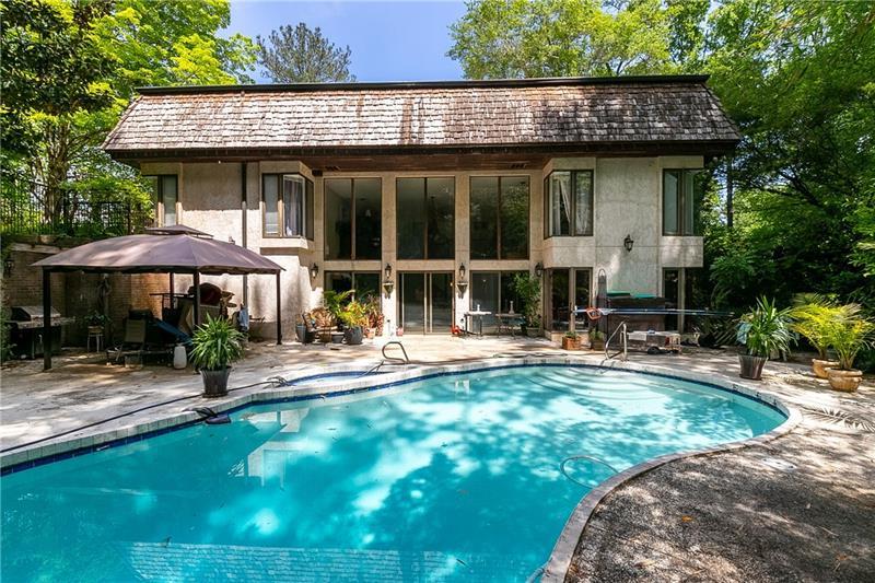 901 Edgewater Drive, Sandy Springs, Georgia 30328, 5 Bedrooms Bedrooms, ,4 BathroomsBathrooms,Single Family,For Sale,901 Edgewater Drive,2,6875002