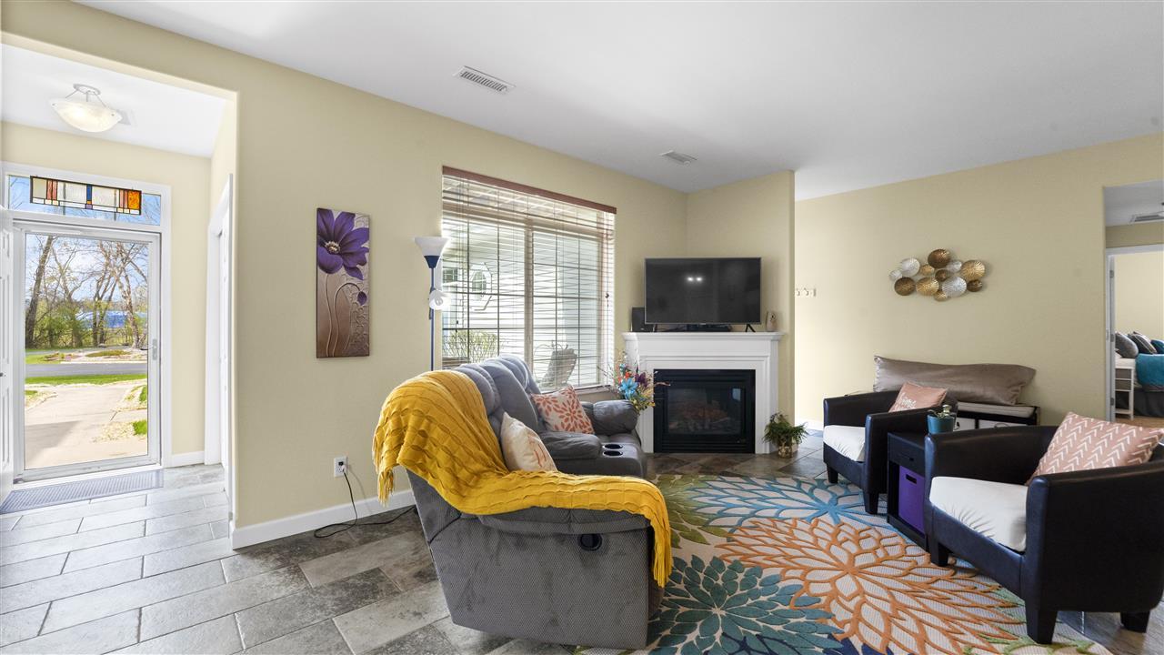 5342 Westport Rd, MADISON, Wisconsin 53704, 2 Bedrooms Bedrooms, ,2 BathroomsBathrooms,Condominium,For Sale,5342 Westport Rd,1907647