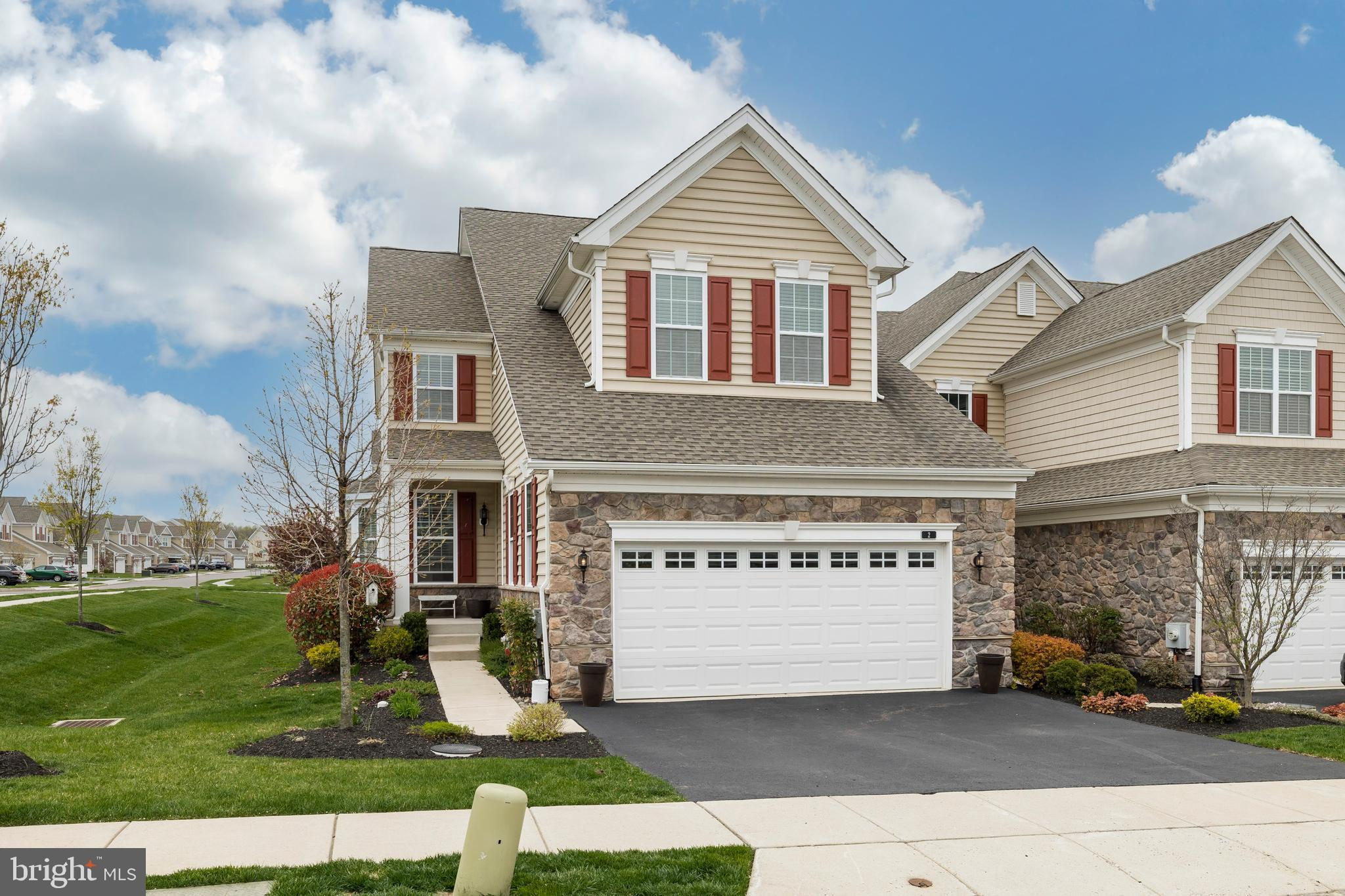 2 IRON HILL WAY, COLLEGEVILLE, Pennsylvania 19426, 3 Bedrooms Bedrooms, ,3 BathroomsBathrooms,Townhouse,For Sale,2 IRON HILL WAY,PAMC689968