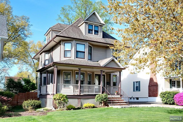 691 Orchard Street, Oradell, New Jersey 07649, 4 Bedrooms Bedrooms, ,2 BathroomsBathrooms,Single Family,For Sale,691 Orchard Street,21015651