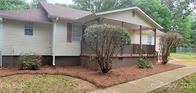 852 Matthews School Road, Matthews, North Carolina 28105-2758, 3 Bedrooms Bedrooms, ,2 BathroomsBathrooms,Single Family,For Sale,852 Matthews School Road,1,3736933