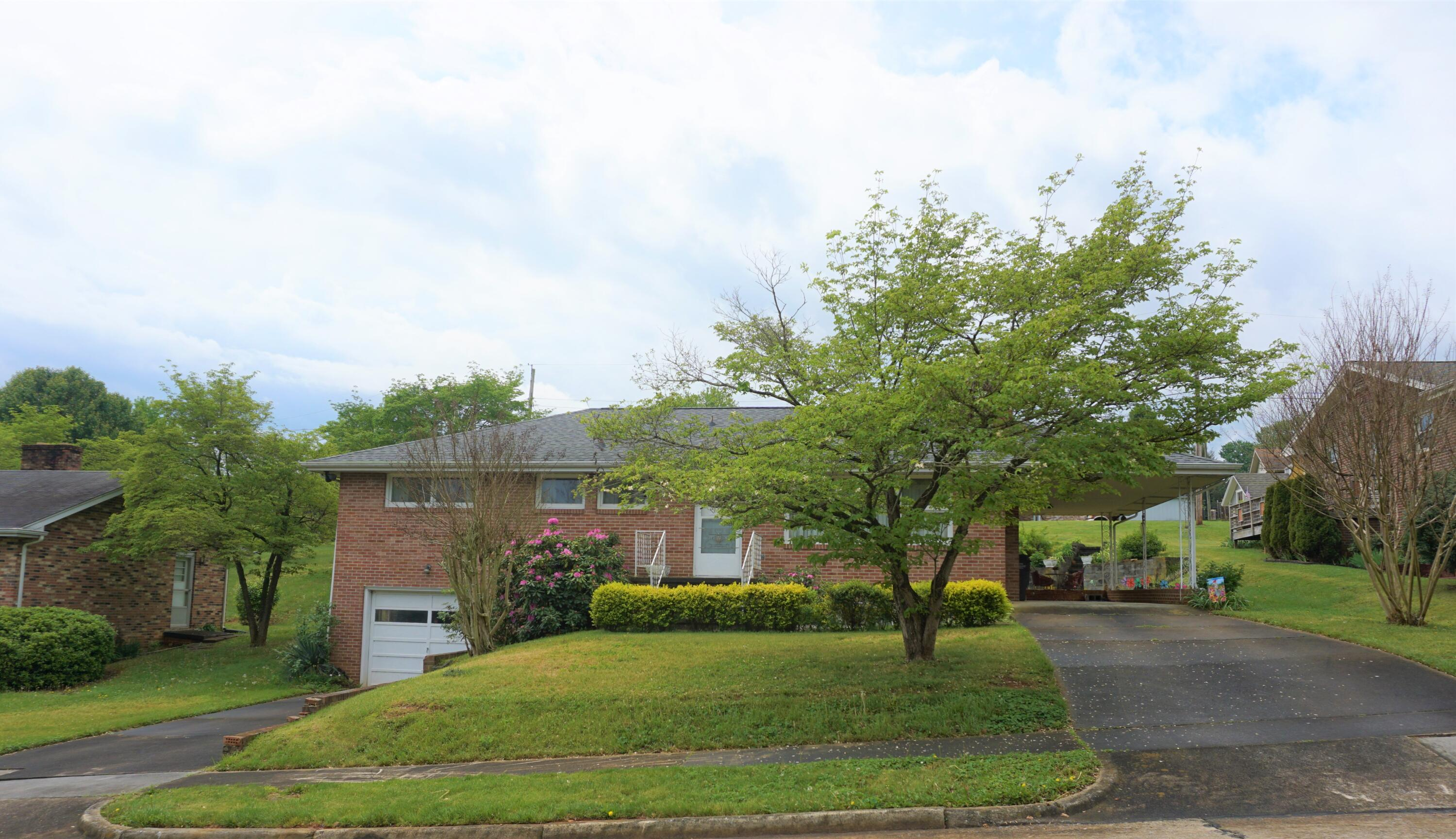 1017 Whippoorwill Lane, Kingsport, Tennessee 37660, 3 Bedrooms Bedrooms, ,2 BathroomsBathrooms,Single Family,For Sale,1017 Whippoorwill Lane,1,9921886