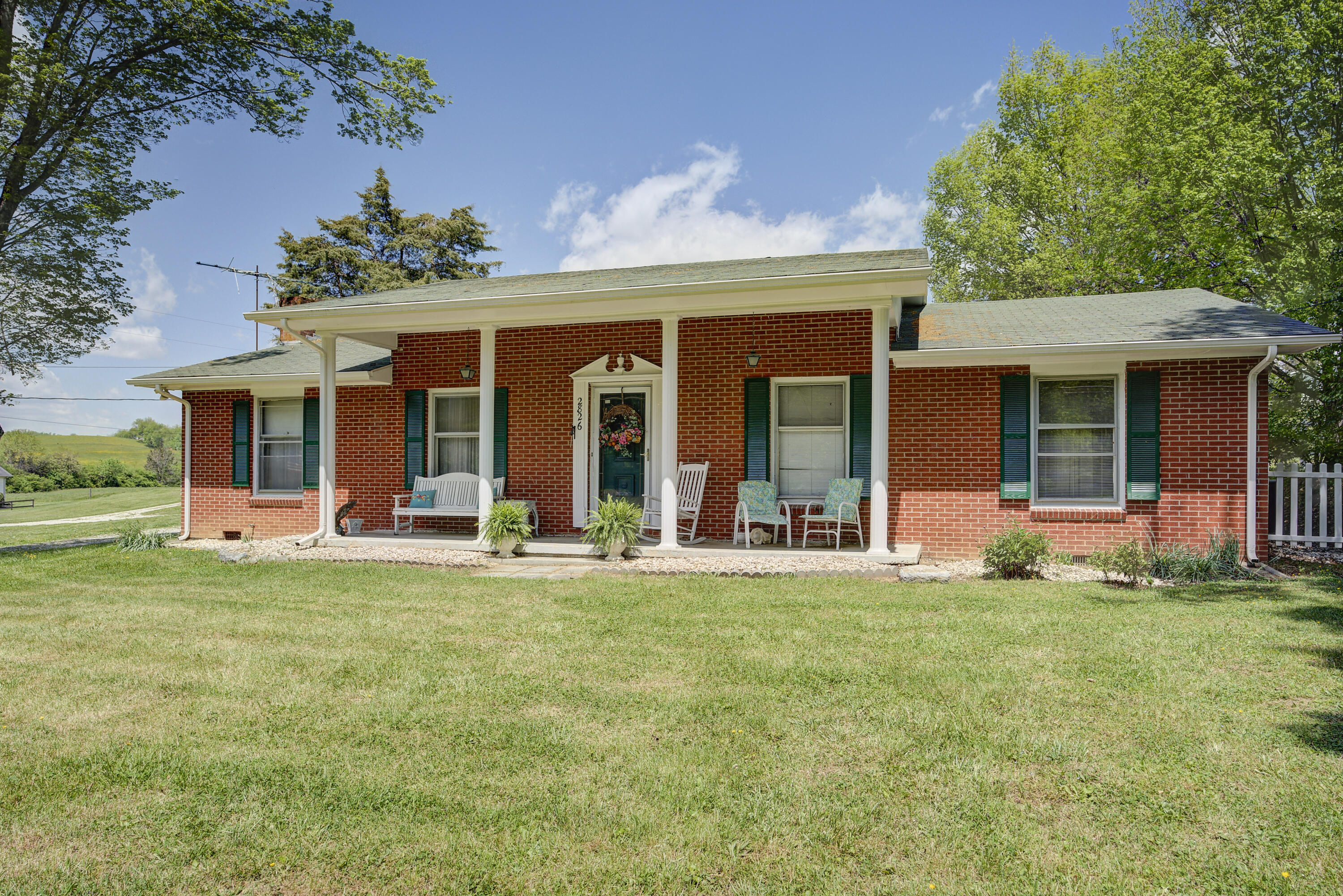 2826 Indian Ridge Road, Johnson City, Tennessee 37604, 3 Bedrooms Bedrooms, ,2 BathroomsBathrooms,Single Family,For Sale,2826 Indian Ridge Road,1,9921699