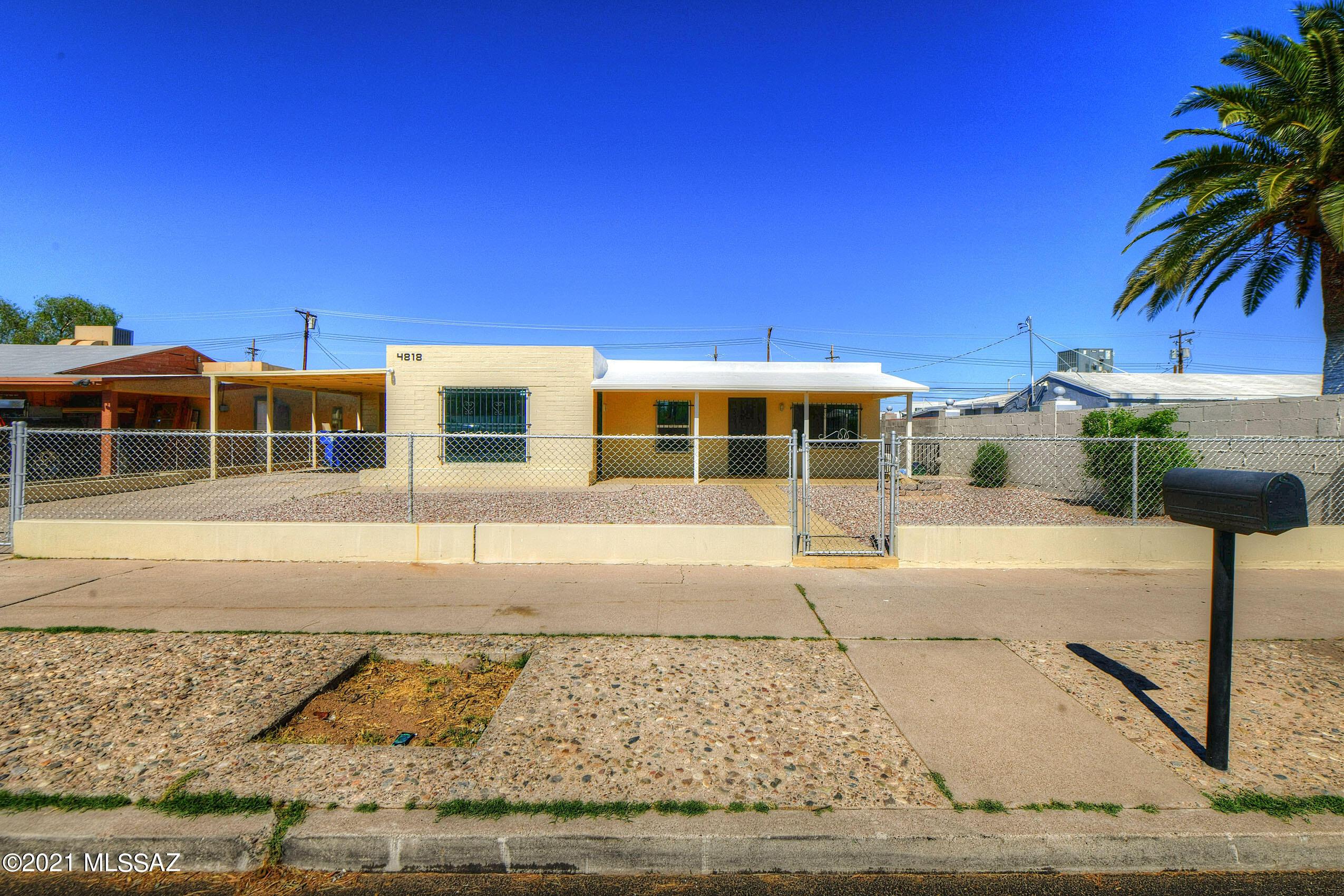 4818 S 11Th Avenue, Tucson, Arizona 85714, 4 Bedrooms Bedrooms, ,2 BathroomsBathrooms,Single Family,For Sale,4818 S 11Th Avenue,22111379