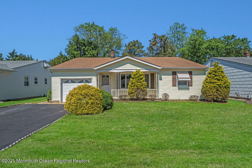 29 Nostrand Drive, Toms River, New Jersey 08753, 2 Bedrooms Bedrooms, ,2 BathroomsBathrooms,Single Family,For Sale,29 Nostrand Drive,1,22116951