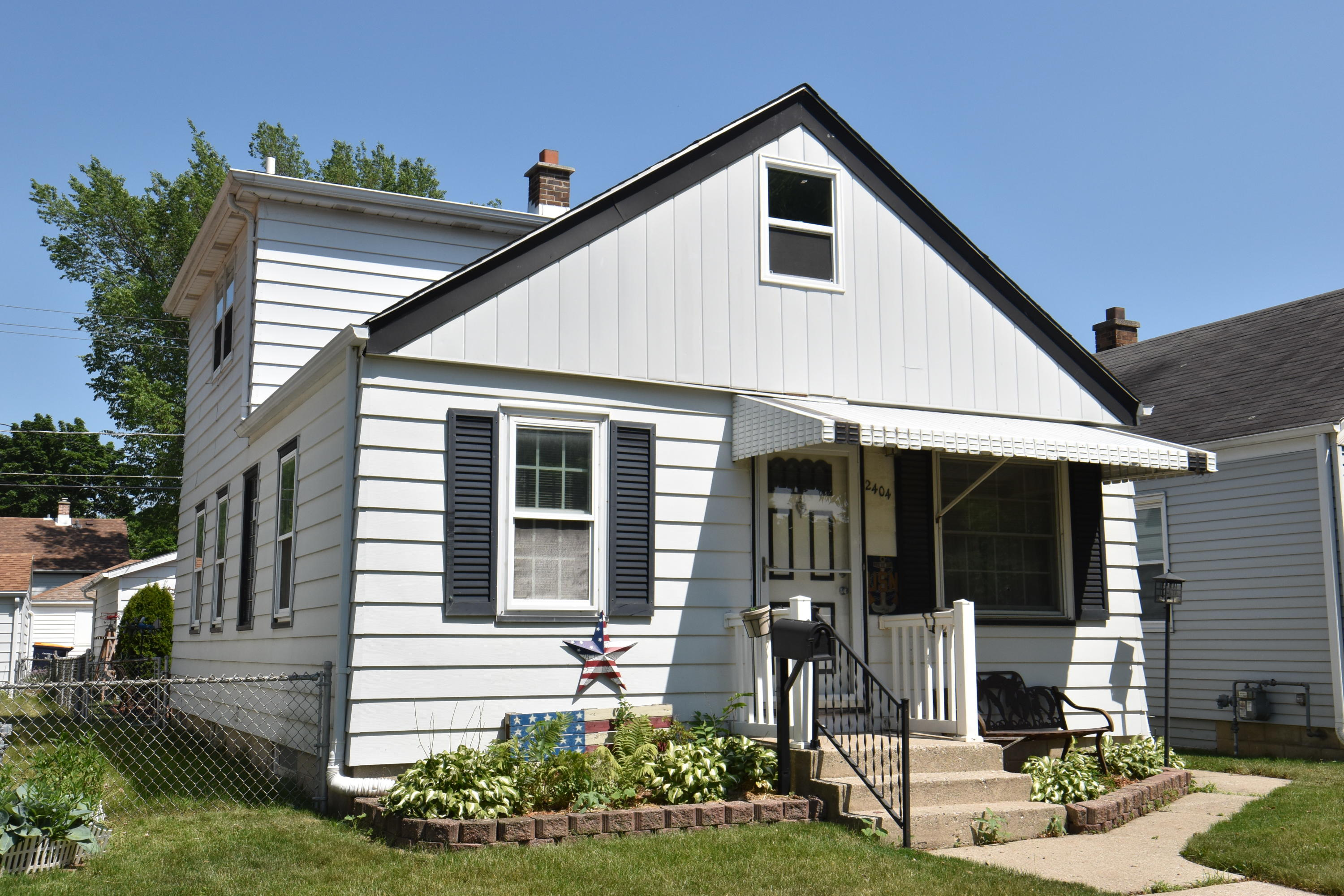 2404 S 75th St, West Allis, Wisconsin 53219, 3 Bedrooms Bedrooms, ,2 BathroomsBathrooms,Single Family,For Sale,2404 S 75th St,2,1746019