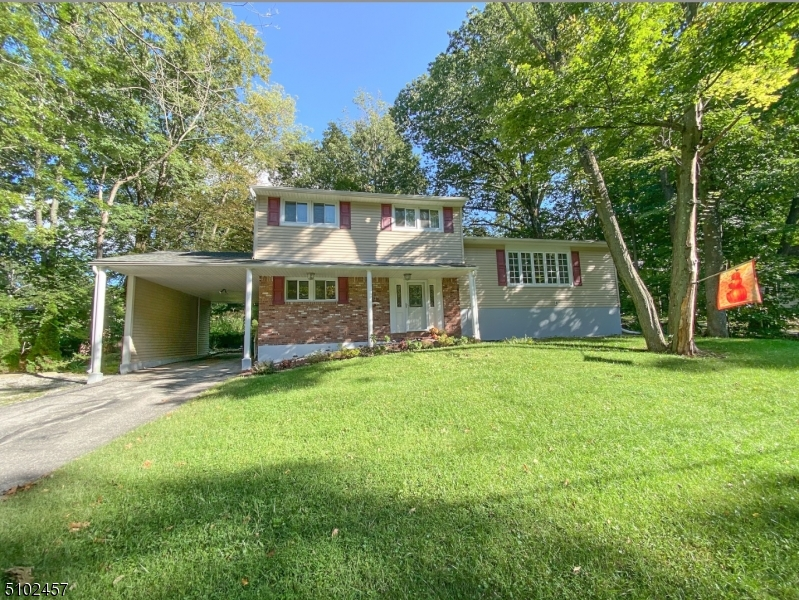 38 Old Coach Rd, Vernon Twp., New Jersey 07462-3406, 3 Bedrooms Bedrooms, ,2 BathroomsBathrooms,Single Family,For Sale,38 Old Coach Rd,3739939