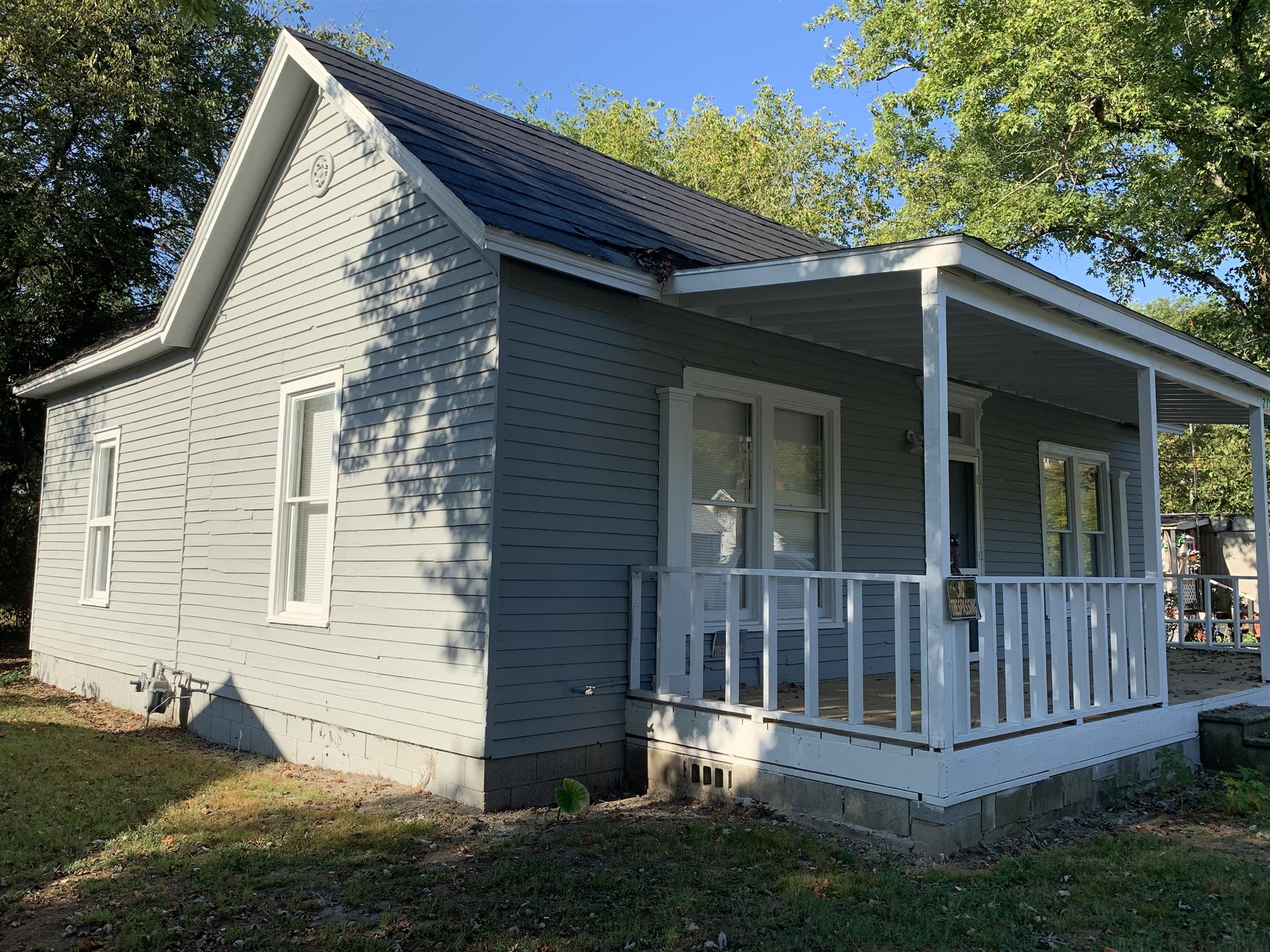 217 E Flower St, Pulaski, Tennessee 38478, 2 Bedrooms Bedrooms, ,1 BathroomBathrooms,Single Family,For Sale,217 E Flower St,1,2091839